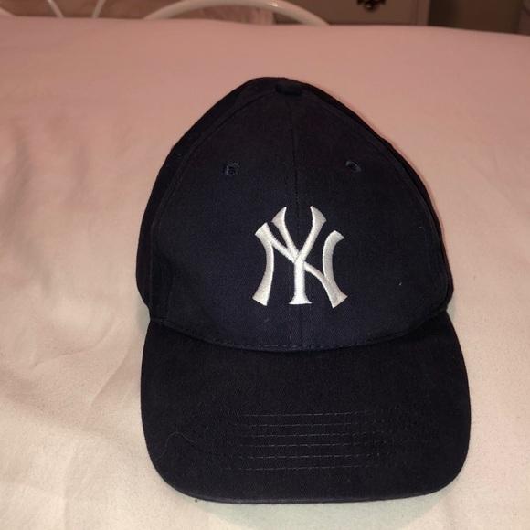 19a332607d3f5 NY YANKEES baseball cap. M 5b5b7fdd1e2d2d952703f190